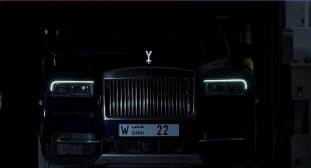 Rolls-Royce Cullinan пускает столбы песка в арабской пустыне