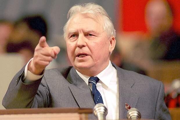 Каким вошел в историю Егор Лигачев - автор крылатой фразы «Борис, ты не прав»