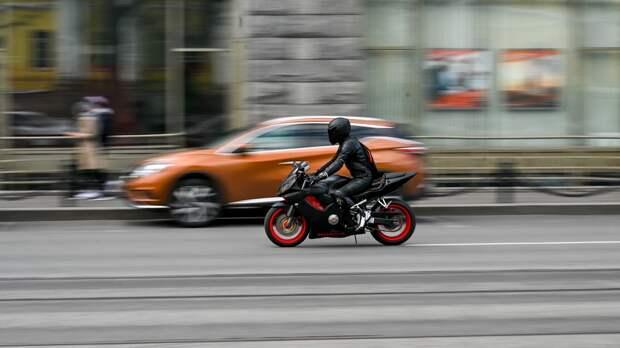 Петербуржец на мотоцикле сбил пенсионера на пешеходном переходе