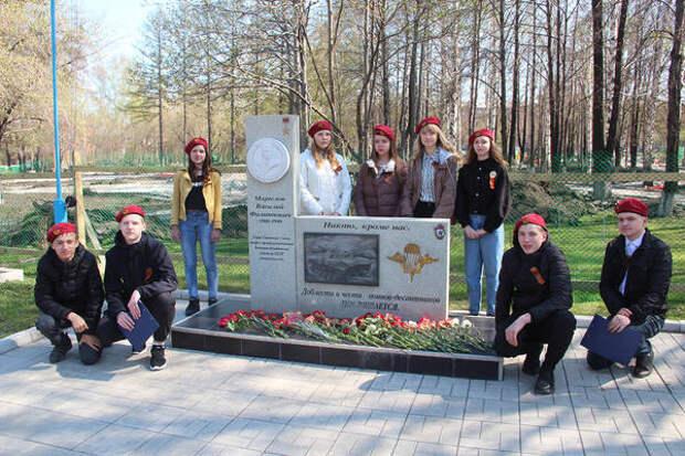 Бойцы трудовых отрядов СУЭК возложили цветы к памятникам воевавшим землякам