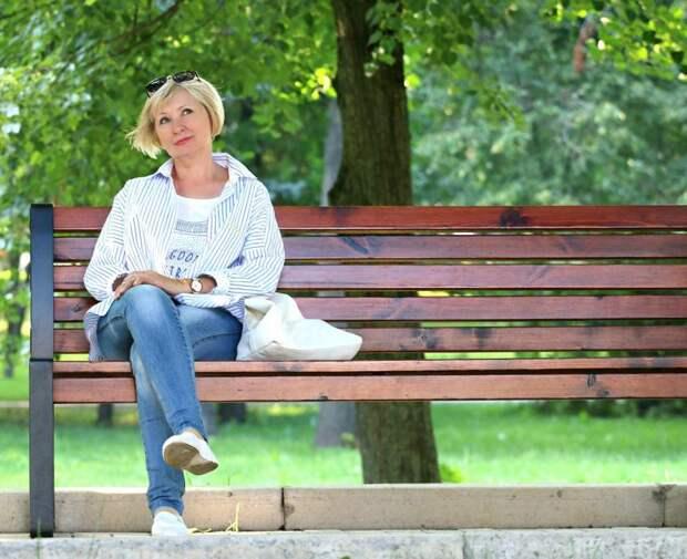 Скамейки в парке Дружбы закрепят до конца мая