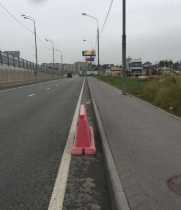 На дублере Дмитровского шоссе установили водоналивные барьеры