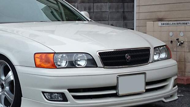 Водитель японского седана разбился в аварии со столбом в Барнауле