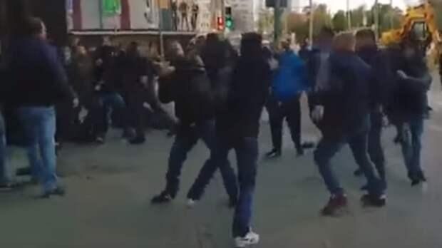 Полицейские задержали участников массовой драки в Москве