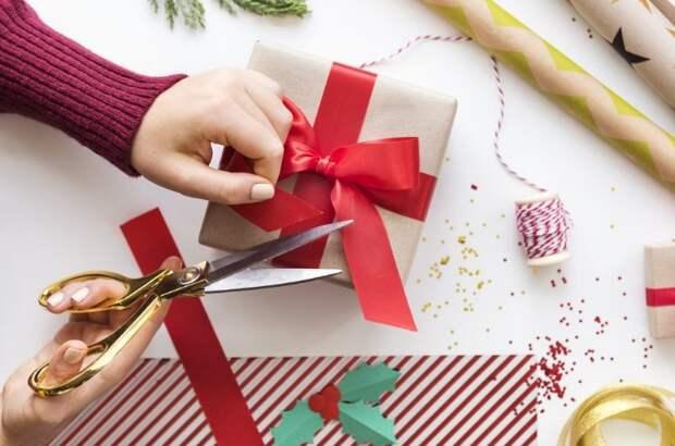 Главное - упаковывать подарки с душой / Фото: pbs.twimg.com
