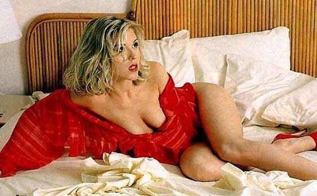 Популярная в 90-ых певица Лика Стар во всей своей красе.