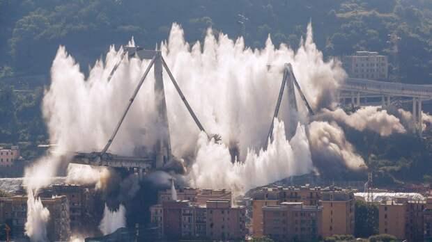 В Италии взорвали остатки моста, при обрушении которого погибли 43 человека