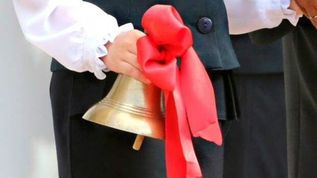 Родителей школьников Югры допустят на выпускной при наличии теста на COVID-19