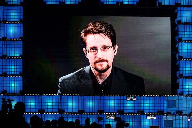 Два паспорта: у Сноудена будет одновременно российское и американское гражданство