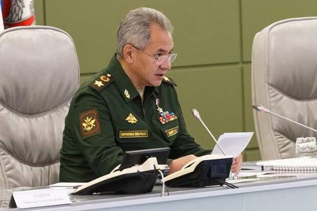 Шойгу отчитал сотрудников московского военкомата за отсутствие компьютеров: «Микроволновка есть, холодильник есть»