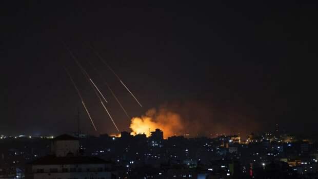 Израиль провел крупнейшую с начала конфликта атаку по объектам радикалов в Газе
