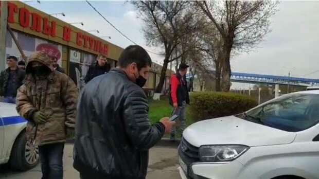 Арендаторы строительного рынка под Ростовом пытаются вывезти свой товар