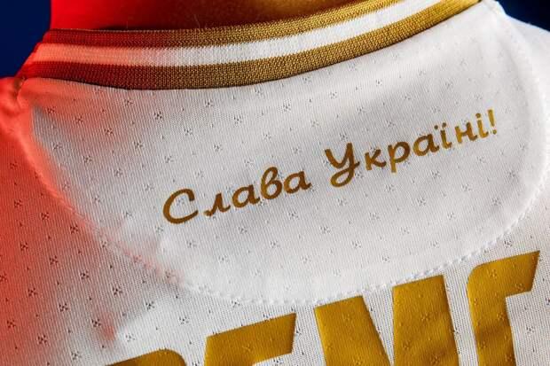 Сотрудники посольства США опубликовали фото в скандальной форме сборной Украины