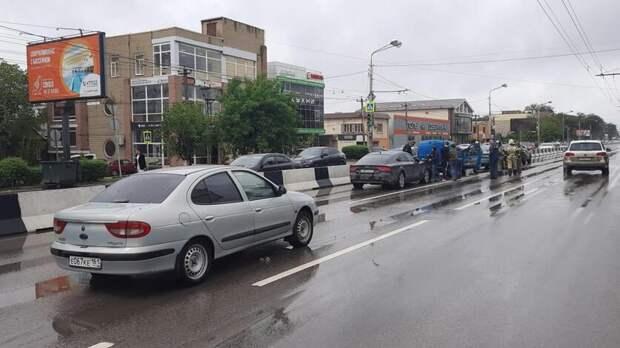 Массовое ДТП с пятью автомобилями произошло на Стачки в Ростове