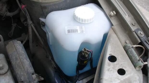 Замерзла жидкость в бачке омывателя. Как её отогреть, чтобы не повредить бачок