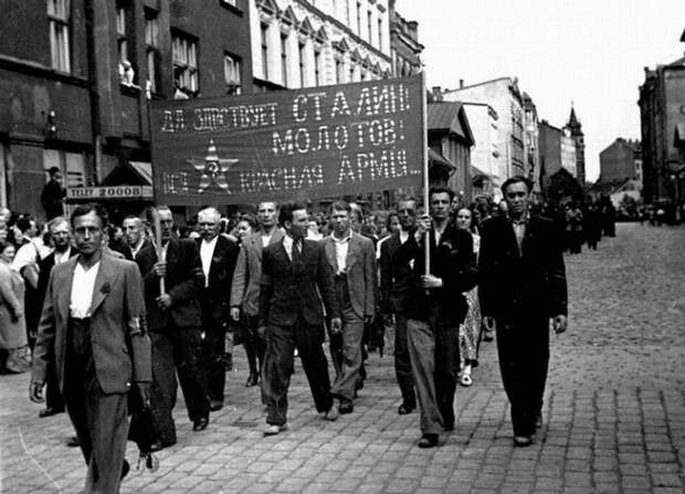Оккупация или добровольное присоединение: как Прибалтика стала частью СССР