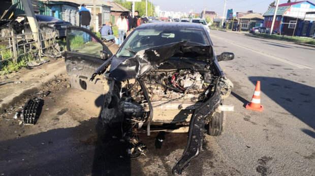 Машины всмятку. ВОмске женщина-водитель невыжила после жуткого ДТП