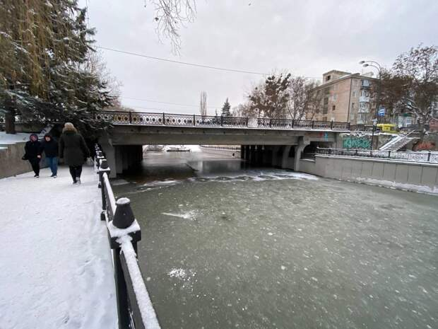 В Симферополе замёрзла река Салгир. Фото