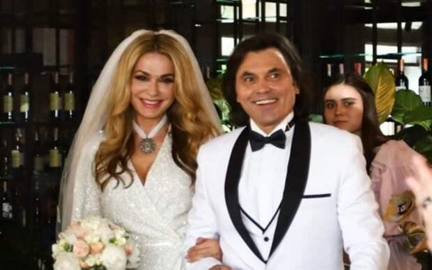 Ольга Сумская показала фотоотчёт со своей серебряной свадьбы: невеста в головокружительном платье