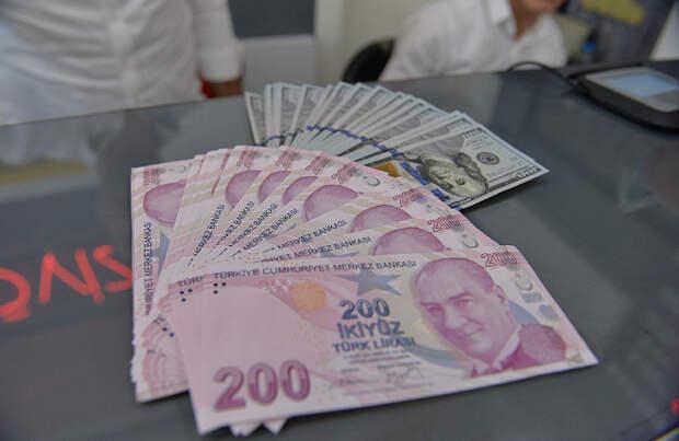Турецкая лира упала на 17% после решения Эрдогана сменить главу ЦБ страны