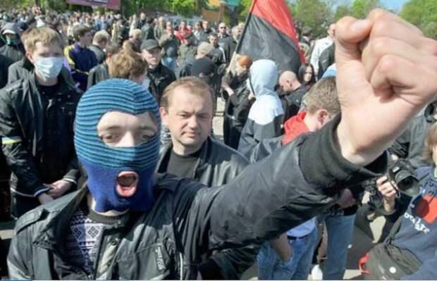 Скандал: на аллее «небесной сотни» выступят российские юмористки (ФОТО)