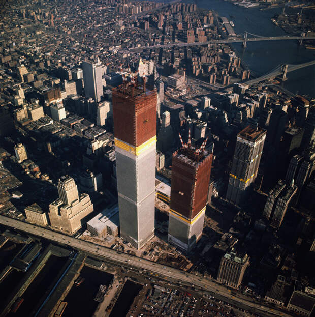 9. Строительство Всемирного торгового центра в Нью-Йорке в 1971 году. история, мир, фотография