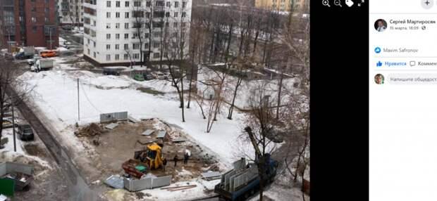 Территорию двора в проезде Дежнёва благоустроят до конца лета