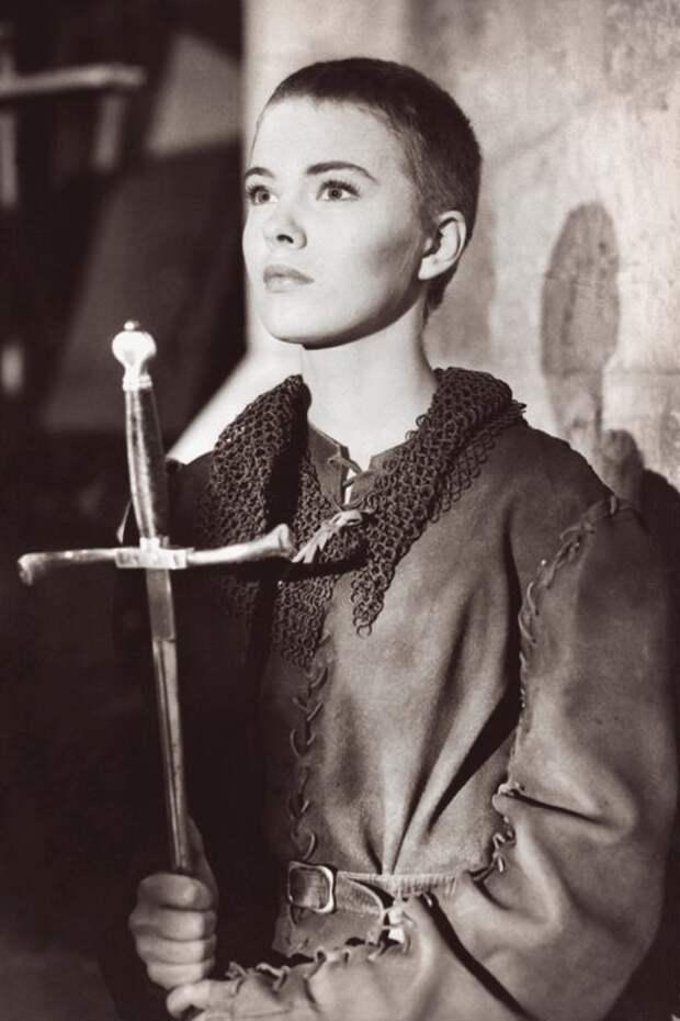 Джин Сиберг в фильме 1957 года «Святая Жанна».