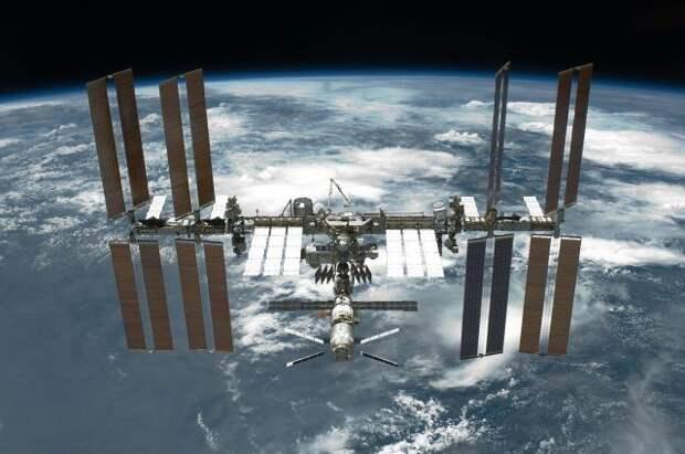 Космонавты поздравили жителей Земли с Днём Победы