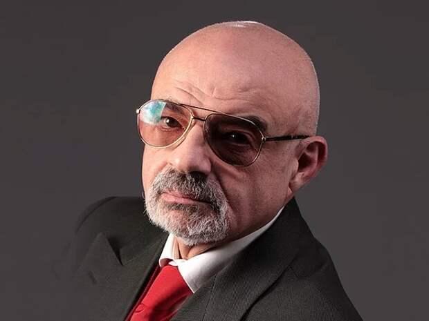 На Тверской автозак столкнулся с автомобилем театрального режиссера Юрия Шерлинга