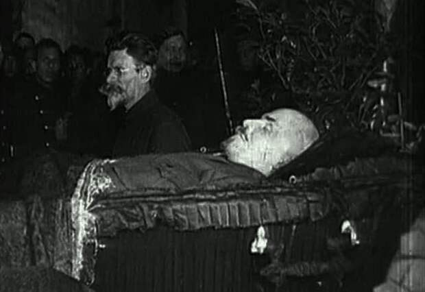 Куда исчезло тело Ленина из Мавзолея в Великую Отечественную