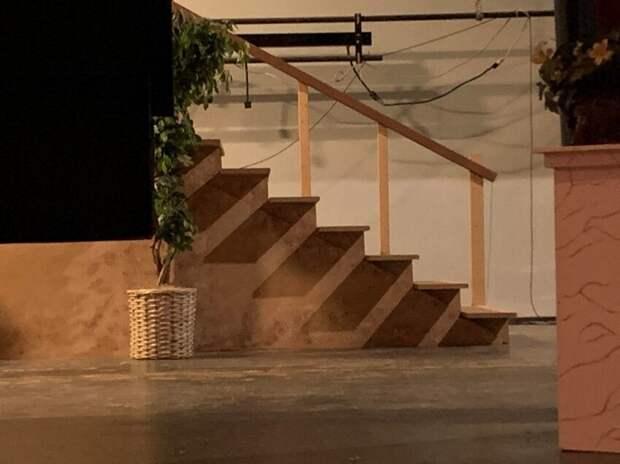 Тень на лестнице, как ещё одна лестница