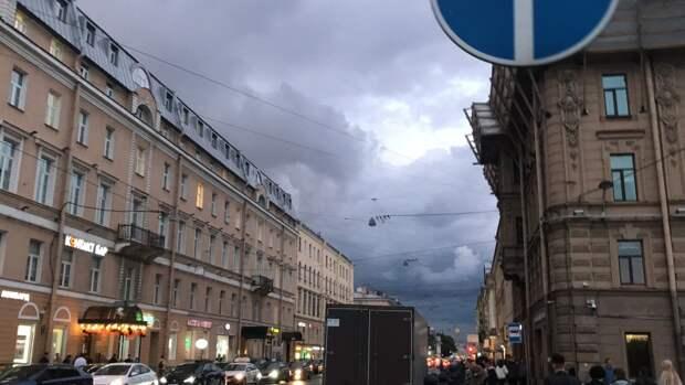 Петербургские синоптики предупредили горожан о дождях с грозами