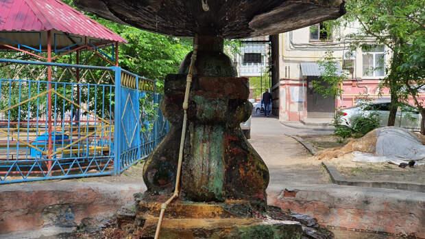Жалкий вид фонтана во дворе по улице Советская, 20