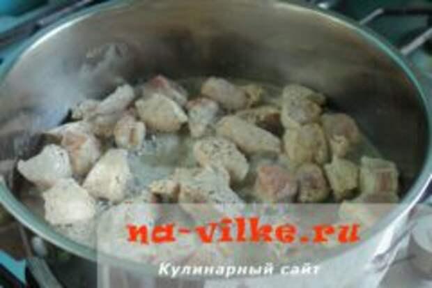 Тушеная свинина с кабачками