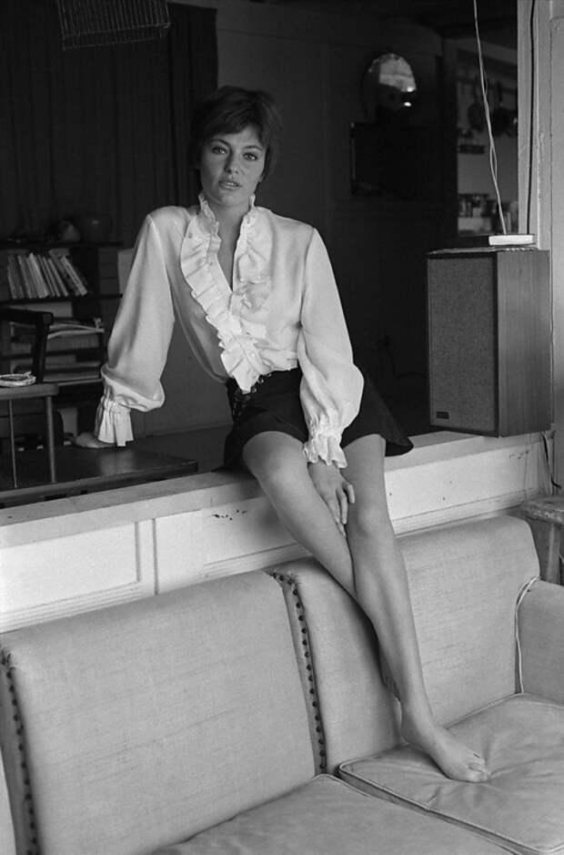 Легенда мирового кино Жаклин Биссет во всей своей красе.