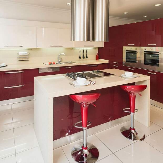 Пожалуй, одно из самых лучших решений, так это обустроить интерьер кухни в оригинальных тонах, например, в цвете спелой вишни.