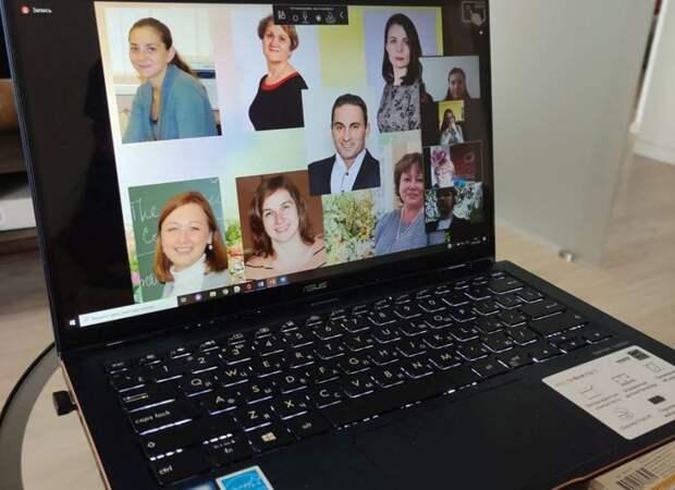 «На большом экране мы видели слезы родителей и улыбки детей»: как прошел последний звонок в школе № 1252