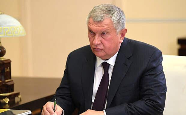 Встреча с главой компании «Роснефть» Игорем Сечиным • Президент России