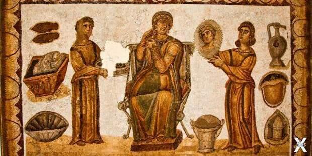 Рабыни прислуживают римлянке. Мозаика