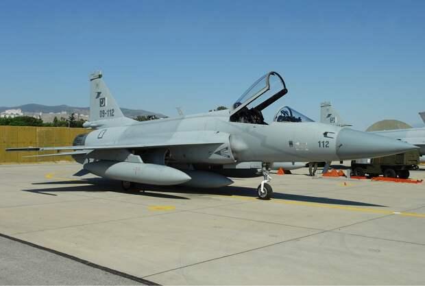 Азербайджан отказался от российских МиГ-35 и покупает китайские бомбардировщики JF-17