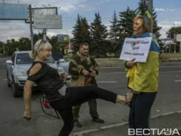 Боевики освободили женщину, которую привязали к столбу в Донецке