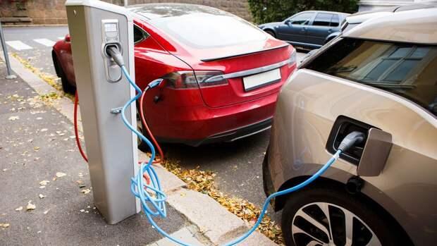 Байден пообещал пересадить чиновников на электромобили