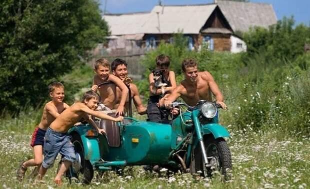 на каникулах у бабушки летом в деревне. фото фишки.нет