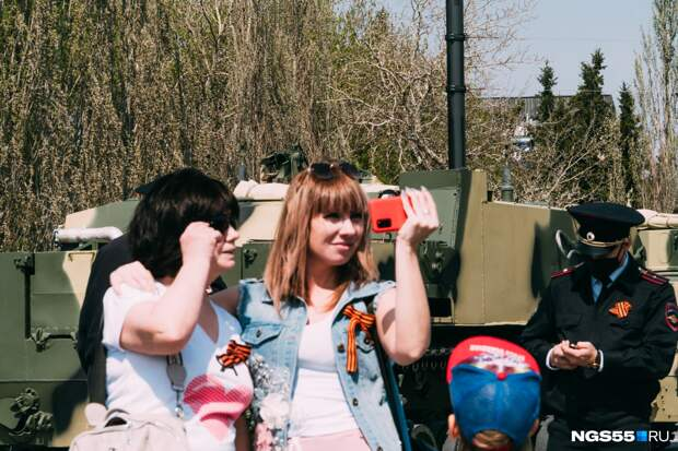 От парада до яхтенной регаты: фоторепортаж с Дня Победы