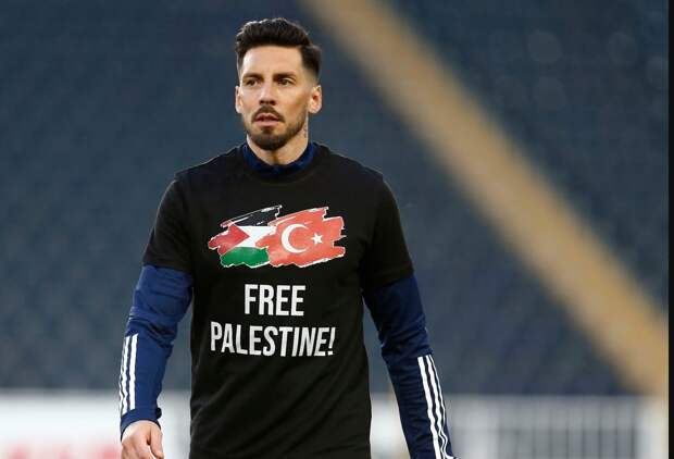 Игроки «Фенербахче» вышли на разминку в футболках в поддержку Палестины