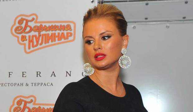 Двойной подбородок и отсутствие талии: в Сети всплыло реальное фото Семенович