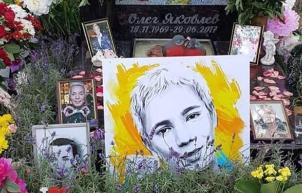 Фанаты экс-солиста «Иванушек» обьяснили, почему не пришли на могилу в его день рождения