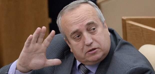 Заместитель председателя комитета ГД по обороне Франц Клинцевич на пленарном заседании Государственной Думы РФ