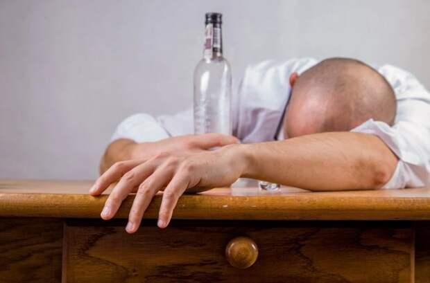 Иностранец приехал в Севастополь, напился и ограбил собутыльника